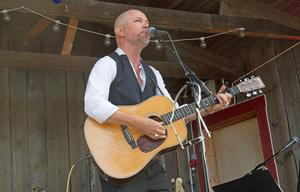 Tomas Andersson Wijs  har rötterna i Hälsingland, och låten med samma namn är en av hans mest kända.