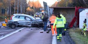 Två lastbilar och en personbil är inblandad i trafikolyckan på E4:an söder om Bjästa, mellan Skulnäs och Skule.