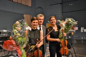 Staffan Larson dirigent Anna Raihle viola Linnea Hällqvist violin Dalasinfoniettan. Foto: Anne Pettersson