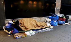 Vi behöver alla hjälpas åt – civilsamhälle, kommun och hyresvärdar, för att komma åt hemlösheten. Foto: Hasse Holmberg/TT