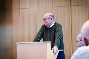 Oppositionsråd Olov Nilsson Sträng (–) vill se en bandyhall på SJ-området.
