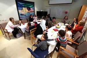 Det blev snabbt fullt vid borden när Familjecentralen i Laxå firade 20 år.