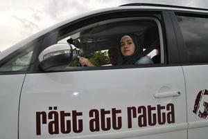 """Boshra Alyasin har fått ökade möjligheter att ta körkort för bil  via projektet """"Rätt att ratta""""-"""