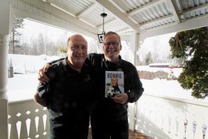 1984 kom Ronnie Hellström till Långshyttan och där mötte han Arne Larsson, som idag är ordförande i Långshyttans fotbollsveteraner. Det var början på en lång vänskap och under veteranklubbens 29:e årsmöte kommer Ronnie Hellström berätta om boken han skrivit om sitt liv.