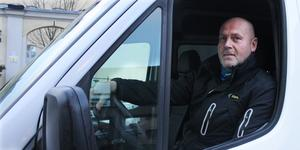 Thomas Rooth tycker att den privata fartkameran gör nytta. Han ser gärna att den får vara kvar tills kommunen gör något åt farterna på Köpingsvägen.