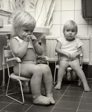 Med renlighetsvågen på 1930-talet introducerades konceptet att alla bostäder skulle ha ett badrum. Potträning ingick i fostran.Foto: Karl Heinz Hernried/Nordiska museet