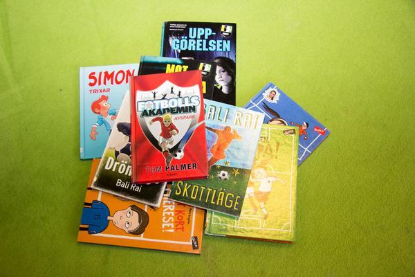 Det finns mycket att välja på för barn och unga som vill läsa om fotboll.