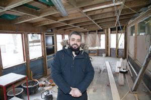 Ett missförstånd gjorde att uteserveringen fick väggar och blev en olovlig tillbyggnad på 40 kvadratmeter. Mohammed Khaled är delägare i restaurangrörelsen.