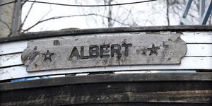 Försäljningen av Albert hänger på att Moderaterna  får som de vill.