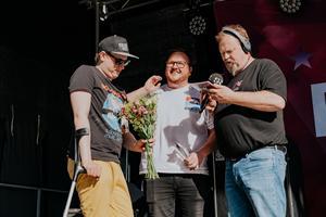 Mathias Helsing Andersson, Elias Gladh och P4 programledaren Martin Vare.