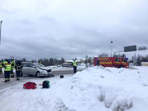 Räddningstjänst och tre ambulanser larmades till olycksplatsen.