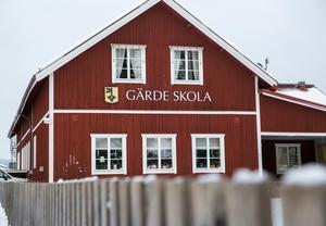 Enligt utredarna är Gärde skola trångbodd och sliten. Förvaltningen menar även att eleverna riskerar att få en sämre utbildning för att det är för få elever per årskurs.