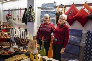Louise Jansson och Åsa Nordlander sålde diverse hantverk, bland annat mattor och kuddar.