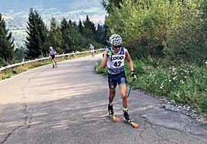 På de lätta och snabba tävlingsrullskidorna går det ganska lätt även uppför  en italiensk alp som Alpe Cermis.