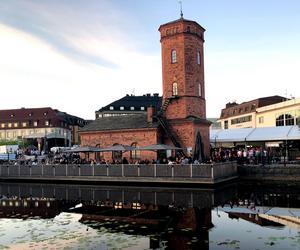 Många passade på att ta sig en öl på terassen till Spruthuset i centrala falen på fredagen.