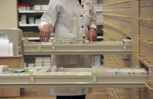 Det är skrämmande att apoteken inte har större lager idag. Ofta är medicinen slut och man får vänta, skriver Leif Nyström. Foto Fredrik Sandberg/TT-arkiv