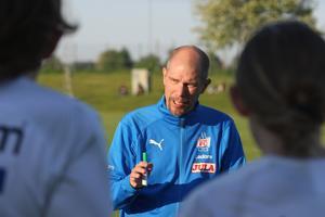 Mikael Sager, huvudtränare för Skara FC:s damlag.