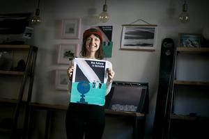 Nicole Modigh och Christine Johanson har tillsammans tagit fram affischer med olika teman som uppmärksammar globala frågor.