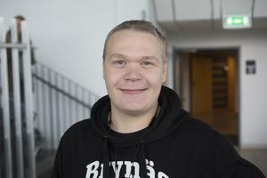 Peter Ahtiainen, 29, Gävle, dök upp på presskonferensen för att få höra namnnyheten på plats.