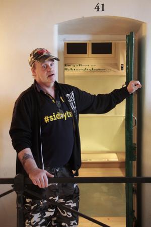 Billy Nilsson, 62 år, i fängelsemuseet i Gävle. Han har suttit en stor del av sitt liv i fängelse.
