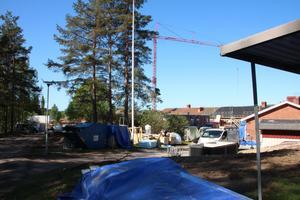 Gården på Risholnsgården är nu en byggarbetsplats.
