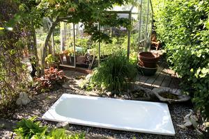 Badkarsidén fick de av Rose-Marie Calldin som också visar upp sin trädgård i sommar.