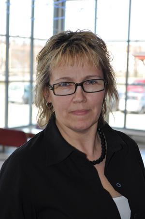 Oppositionsrådet Solveig Wiberg (SD), vill att regionen tar tillbaka sjukhusstädningen från ISS.