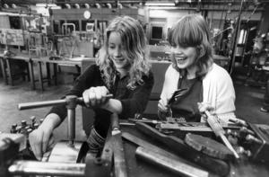 1983 gick Yvonne Nilsson och Anna Stugvard en verkstadskurs på Palmcrantzskolan.