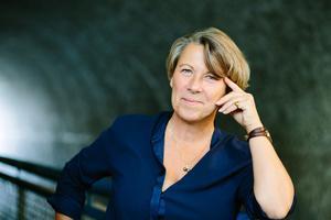 Lotta Lundberg har skrivit en roman som fångar vår komplexa tid, skriver våra kritiker i en dialogrecension. Bild: Nancy Jesse