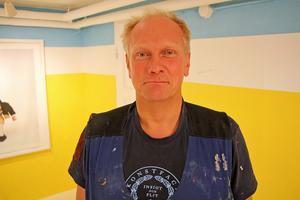 Konstnären Peter Johansson ställer ut på Galleri Svarta Gran i Borlänge. Foto: Ulf Lundén