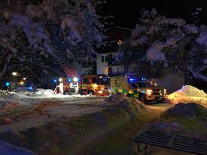 En stor räddningsinsats vid platsen för branden i Falun.