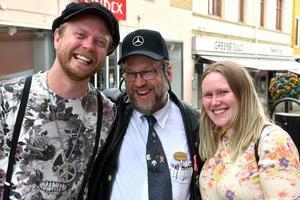 Gladare EU-medborgare var svårt att finna i Örnsköldsvik på söndagen: Jack White Gårdstedt, Jan Norberg och Maria Henriksson.