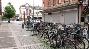 Det första intrycket är viktigt, konstaterar Daniel Olsson och medger att det här inte känns som den självklara infarten till Gävle för den som kommer från tågstationen för första gången.