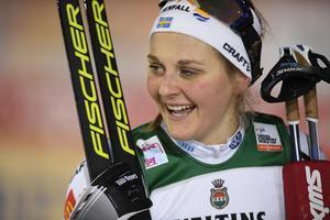 Stina Nilsson i finalen av damernas sprint vid världscuppremiären i Ruka i Finland. Bild: Anders Wiklund/TT Nyhetsbyrån.