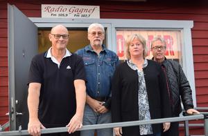 """Programledarna Åke Sirsjö, Stephan """"Masen"""" Forsslundh, Marie Vestlund och P-O Hindén gläds åt att Radio Gagnef nu kan utöka sändningstiden och ha fler samtal med och spela fler önskelåtar för närradions lyssnare."""