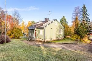 Villan från 1952 ligger i Saltvik i Härnösand. Foto: Diakrit/Mäklarhuset Härnösand