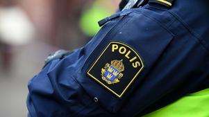 Polisen uppmanar allmänheten att anteckna numret och kontakta polisen om man råkar ut för liknande bedrägeriförsök.