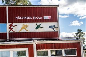 Moduler ersätter klassrum på Näsvikens skola eftersom en byggnad stängts på grund av dålig luft.