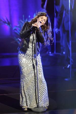 Vråla Caråååla! Ja, nog är hon fortfarande het som artist och sångerska.