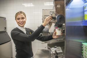 Klara Ahlin var en av de anställda vi träffade på McDonald's invigning i Bollnäs.