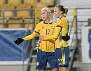 Caroline Seger och Avestatjejen Lina Hurtig jublar ikapp i landslaget.