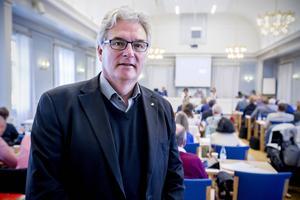 Före detta regiondirektören (landstingsdirektören) Anders L Johansson  lade ribban på 140 000 kronor, vilket var den månadslön som han fick 2010.