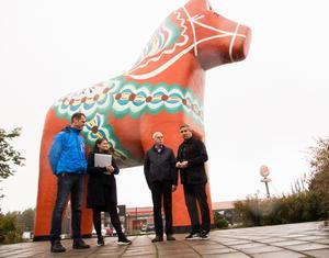 Överlåtelsen kostade Avesta kommun en krona för den gigantiska hästen.