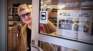 Maria Granström går tvärs emot tanken med Black Friday. Då stänger hon butiken och ger personalen ledigt.
