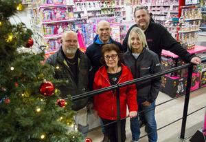 Rolf Andreasson, Thomas Westerdahl, Susanne Näström, Markus Ehn och Britt Marie Windemo är engagerade i årets julklappsinsamling.