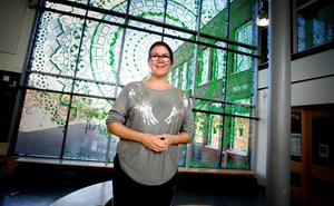 """Lotten Johansson sa upp sig från sitt arbete som studie-och yrkesvägledare i Södertälje kommun. Hon tycker att hon får mer uträttat som egen företagare. """"Studie- och yrkesvägledning har inte en egen kursplan och målen i skolans styrdokument är inte tillräckligt tydliga"""", säger hon."""