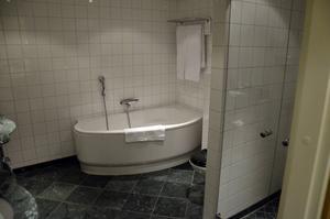Carolinasviten på Elite Hotel Knaust. Sviten, som har två toaletter, har både bad och dusch.