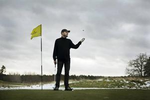 Läsa går ju. Hans Gunnarsson har skrivit den första svenska golfromanen. I 18  kapitel förstås och om en allt nojigare spelare.