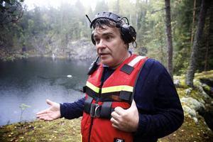 Derek Säll har jobbat sedan 1980-talet med att bärga bilar ur vatten. Han tror att kommunerna är rädda för vad de ska hitta när de dyker i ställen som Nybergs gruva.