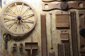 I samlingen finns även olika verktyg som använts vid linhantering.
